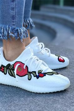 Custom-Embroidered Yeezy Sneakers Are a Thing, and We Need Them Now