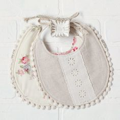 Our handmade Evie Bib comes with a floral on one side, and a linen fabric on the other with floral lace down the middle, and has natural cotton string ties. Billy Bibs, Diy Baby Gifts, Baby Sewing, Burp Cloths, Kids Wear, Linen Fabric, Embroidery Designs, Baby Shoes, Handmade