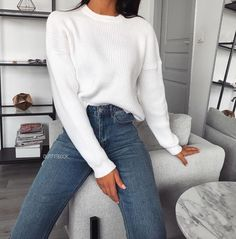 winter outfits for school Happy Monday // this cosy jumper tho Winter Fashion Outfits, Fall Winter Outfits, Look Fashion, Winter Style, Fashion Women, Fashion Trends, Teenager Outfits, College Outfits, Office Outfits