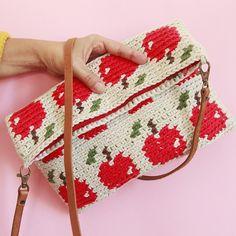 Bolsa de manzanas ©Ameskeria Crochet Circle Pattern, Crochet Circles, Crochet Patterns, Crochet Pouch, Crochet Purses, Diy Crochet, Tapestry Bag, Tapestry Crochet, Mochila Crochet