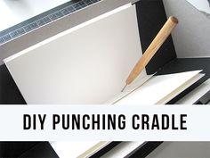 Hacer agujeros precisos en sus libros hechos a mano en este sencillo soporte de perforación.