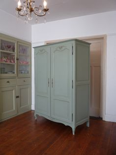 UK based online boutique specialising in authentic French armoires, antique mirrors and French decorative accessories. French Armoire, French Mirror, Armoire Makeover, Furniture Makeover, French Furniture, Vintage Furniture, Armoire Wardrobe, Linen Cupboard, French Vintage