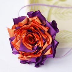 DIY Flor de cintas de raso lila y naranja