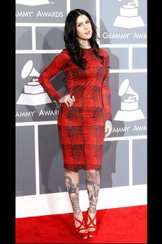 todas las fotografías de la alfombra roja de la 55 edición de los premios Grammy: Kat Von D con un vestido de 10 Crosby Derek Lam