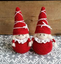 I år har jag gjort ett mönster på små tomtetjejer, det behöver ju inte alltid vara tomtegubbar eller tomtenissar. Det är inte så stor... Some Ideas, Crochet Yarn, Cool Toys, Free Pattern, Crochet Patterns, Shabby Chic, Diy Crafts, Christmas Ornaments, Knitting