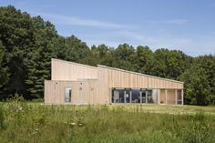 Completed in 2014 in Belfast, United States. Images by Trent Bell. Belfast, Maine—July University of Chicago's Warren Woods Ecological Field Station, designed and built by GO Logic, has become the first. Belfast, Passive House Design, Maine, Rural House, Commercial Architecture, Rural Area, Windows And Doors, Building A House, Outdoor Structures