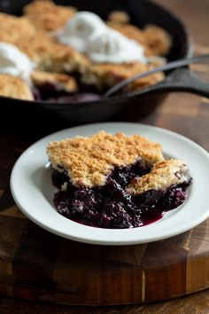 No Added Oil in this crisp buttery berry cobbler. Plant Based Summer Dessert, can be made ahead and versatile. Use blackberries, mixed berries and peaches and other summer fruit. Blueberry Topping, Blueberry Desserts, Blueberry Cobbler, Healthy Desserts, Vegan Blueberry Recipes, Gourmet Recipes, Whole Food Recipes, Dessert Recipes, Vegan Recipes