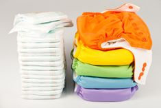 Disposable or cloth nappies? We've listed the main types of nappies available and the pros and cons of each. We've also included a quick guide to nappy changing! Diaper Size Chart, Diaper Sizes, Wash Cloth Diapers, Modern Cloth Nappies, Biodegradable Diapers, Couches Jetables, Newborn Baby Needs, Kids Clothing Brands List, Disposable Diapers