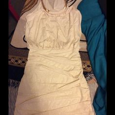 Gold flecks tight dress ⚜✅ CONDITION: perfect wore twice, no stains, no holes ⚜✅COLOR: creme with gold glitter flecks that don't move around or stick to everything ⚜✅FIT: XS SIZE 0 for loose fit TO SIZE 7 for tight fit ⚜✅SIZE: XS ⚜✅WILL : allow offers on anything  ⚜✅NOT: trading Jodi Kristopher Dresses