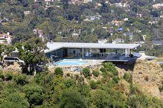 Een modernistisch huis ontworpen door architect Pierre Koenig in de unieke omgeving van de Hollywood Hills van Los Angeles. Geen verkeerswegen rondom de woning.