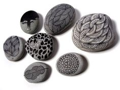 Inspiration for my first Etsy project? :-)    http://www.pintameldia.com/2009/03/stones-part-3.html