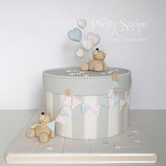 "139 mentions J'aime, 12 commentaires - Nicola Nicholls (@theprettysugarcakecompany) sur Instagram : ""Loved making this very special gender reveal cake for the loveliest couple. Very special in the…"""