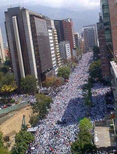 La lucha de todo un país en una avenida. No hay poder que pueda contra la lucha de su gente