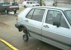 Quand t'as pas de roue de secours et que tu es sur le parking d'un supermarché. 33 Personnes qui ont un QI de loin supérieur au votre