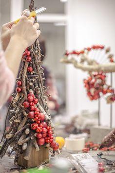 Wooden Christmas Decorations, Christmas Wood Crafts, Dollar Tree Christmas, Christmas Toys, Diy Christmas Ornaments, Christmas Holidays, Christmas Wreaths, Christmas Trends, Christmas Design