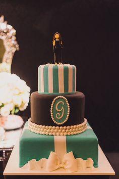 A festa de 15 anos de Gabriela Nascimento teve decoração inspirada no filme Bonequinha de Luxo e aconteceu na Casa Petra. Vem ver mais!