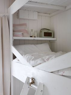 Cabbages & Roses Bunk Bed with Catherine Rose Pink bedlinen White Cottage, Rose Cottage, Bed Nook, Sleeping Loft, Little Girl Rooms, Fashion Room, Small Living, Bed And Breakfast, Bunk Beds