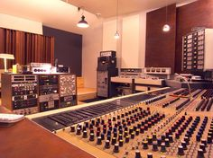 Vox-ton Recording Studio Berlin - Solid is the word that comes to mind.