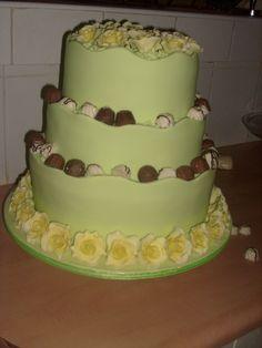 Lemon yellow & lime collar cake