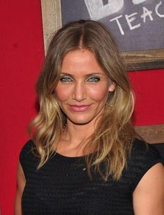 Great looking waves and color for Cameron Diaz. This medium hairstyle works for round faces. Medium hairstyles for women with round faces.