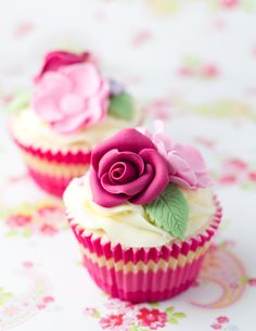 Fondant Rose Cupcakes. Learn to make cakes just like this here: www.mycakedecorating.co.za