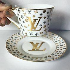 #ladyluxury Zapatos Louis Vuitton, Louise Vuitton, Louis Vuitton Collection, Luxury Rooms, Cool Mugs, Home Living, Classic Collection, Porcelain Ceramics, Tea Cup Saucer