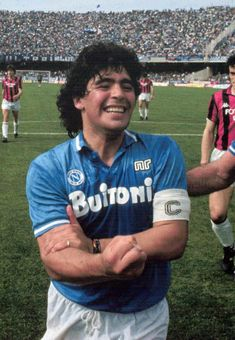Maradona after a game for Napoli against Milan late Maradona Football, Juventus Soccer, Football Icon, Football Kits, Nike Football, Ronaldo, Naples, World Cup Jerseys, Diego Armando