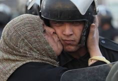 Protester in Egypt kisses riot policeman (From 2011) [2000x1378]