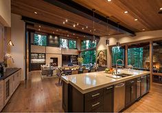 The Difference Between Modern Interiors And Traditional Interior Home Design Home Design, Modern House Design, Modern Interior Design, Design Ideas, Design Blogs, Modern Lodge, Modern Mountain Home, Cabin Homes, Home Decor Kitchen