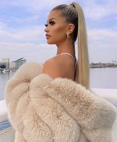 Fox Fur Coat, Fur Coats, Mack Up, White Face Mask, Fur Fashion, Derp, Blond, Friends, Hair