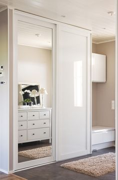 Sliding Door Wardrobe Design Built Ins Best Ideas Best Picture For coat closet doors For Your Taste You are looking for something, and it is going to tell you exactly what you are lo Apartment Interior, Bedroom Closet Doors, Bedroom Closet Design, Bedroom Cupboards, Bedroom Design, Room Decor Bedroom, Sliding Door Wardrobe Designs, Wardrobe Room, Elegant Doors