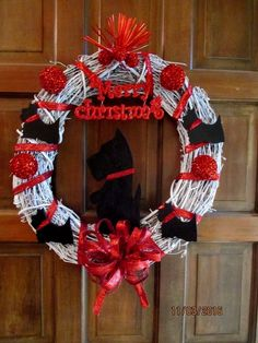 WHITE WREATH WITH RED ACCENTS AND BLACK SCOTTIES. I ALSO HAVE ANOTHER ONE IN DIFFERENT COLORS. | eBay!