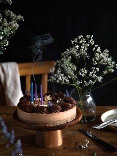 Cet entremet c'est la preuve que la pâtisserie végétale peut être toute aussi gourmande que la pâtisserie traditionnelle. #recette #foodphotography #foodstyling Fancy Nancy, Vegan, Wallpaper, Beautiful, Instagram, Pastries, Chocolate Ganache, Edible Flowers, Coconut Cream