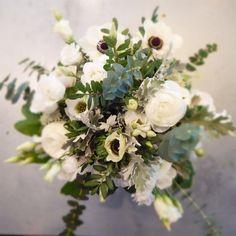 Bouquet d'anémones blanc et vert