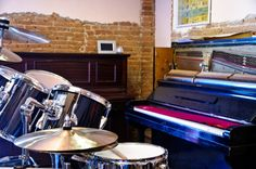 Drums and piano setup in a practice music room Chinese Drum, Plastic Drums, Drum Room, Drum Lessons, Homemade 3d Printer, Home Studio Music, 3d Printer Projects, Barndominium, Piano Music