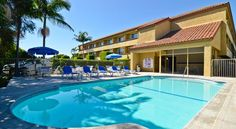 Best Western PLUS Newport/Costa Mesa Costa Mesa Offering an outdoor pool and hot tub, Best Western PLUS Newport/Costa Mesa is less than 8 km from Newport Beach and Balboa Island. Free WiFi is provided. A complimentary shuttle service is available.