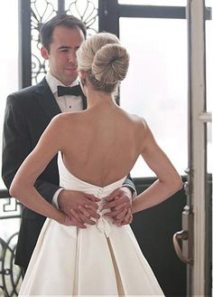 Elegante escote sin tirantes de raso una línea de vestido de novia hecho a mano…