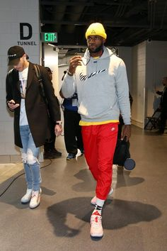 LeBron James of the Los Angeles Lakers arrives at the arena before the game against the Milwaukee Bucks on March 2019 at the Fiserv Forum Center in Milwaukee, Wisconsin. Nba Fashion, Mens Fashion, Streetwear Fashion, Street Fashion, Celebrity Sneakers, Kyle Kuzma, Nba Stars, Converse One Star, Nba Players