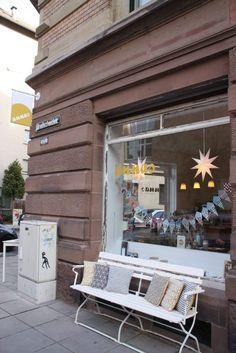 Cafe Stuttgart, Happy Weekend, Outdoor Decor, Gems, Beauty, Small Shops, Tuesday, Nice Asses, Waiting