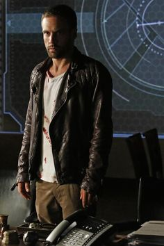 """'Agents of S.H.I.E.L.D.' season 2, episode 2: """"Heavy is the Head"""""""