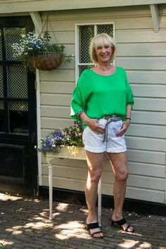 Shorts with a silk top to fight the heat - No Fear of Fashion Piercing Shop, Shower Cap, Dress Link, Silk Top, Black Sandals, Etsy Vintage, My Wardrobe, My Outfit, Denim Shorts
