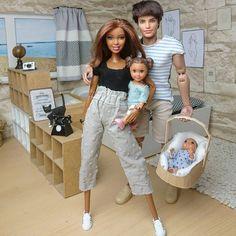 Barbie Dolls Diy, Doll Clothes Barbie, Barbie Doll House, Barbie Toys, Barbie And Ken, Barbie Stuff, Barbie Happy Family, Accessoires Barbie, Dolls House Shop