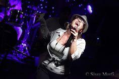 """Την Πέμπτη 23 Μαρτίου οΣίμος Κοκαβέσης & Co. ανεβαίνει στη σκηνή του Lazy Club μεspecial guests ένα εκρηκτικό δίδυμο: τη Vicky Bee, την απόλυτη Soul Funk Queen της πόλης,και τοJohn Skyllas(keys, ενορχηστρώσεις), πουφέρoυν την απόλυτη «ευθύνη» για κάμποσααγαπημένα project στο κοινό, με """"συμπυκνωμένη"""" εμπειρίακαι άκρατο επαγγελματισμό!www.facebook.com/KokavesisOfficialwww.facebook.com/SimosKokavesis.Cohttp://kokavesis.blogspot.gr/Πόρτες: 21.00 Έναρξη μουσ..."""