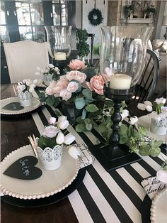Valentines Table Setting Dining Table Decor Centerpiece, Centerpiece Decorations, Kitchen Table Decorations, Easter Centerpiece, Romantic Homes, Valentine Day Table Decorations, Villa, Romantic Table, Dining Room Table Decor