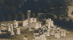 Sweet Briar College May Day, 1915. Sweet Briar College, some rights reserved. CC-BY-NC.