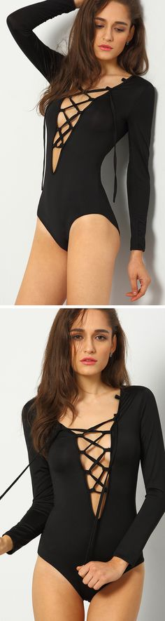 Give your shape the exposure it deserves with this v neckline lace-up bodysuit in black. Wear with skirt or fitted pants to complete a sexy chicness look.