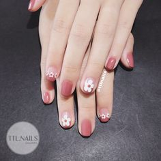 The advantage of the gel is that it allows you to enjoy your French manicure for a long time. There are four different ways to make a French manicure on gel nails. Pedicure Colors, Pedicure Nail Art, Best Nail Art Designs, Nail Designs Spring, Summer Toe Nails, Spring Nails, Red Nails, Swag Nails, Graduation Nails