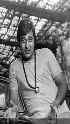 Veteran actor and politician Vinod Khanna passed away on the morning of April 27 in Mumbai. Vinod Khanna, Men Are From Mars, Bollywood Masala, Indian Star, Vintage Bollywood, Old World Charm, Bollywood Stars, Rare Photos, Actors & Actresses