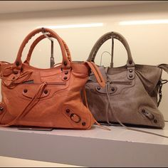 I like!!!!! Cores novas! #balenciaga #bags - @blogdamariah   Webstagram