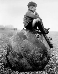 Boy sitting on a sea mine, Kent, England, History Old Pictures, Old Photos, Vintage Photos, Nagasaki, Hiroshima, Portraits Victoriens, Naval, Fukushima, British History